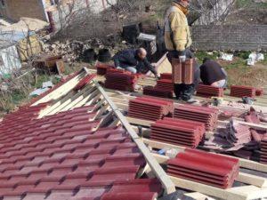 Мансардная утепленная крыша из цементно-песчаной черепицы Севастополь кровельные работы