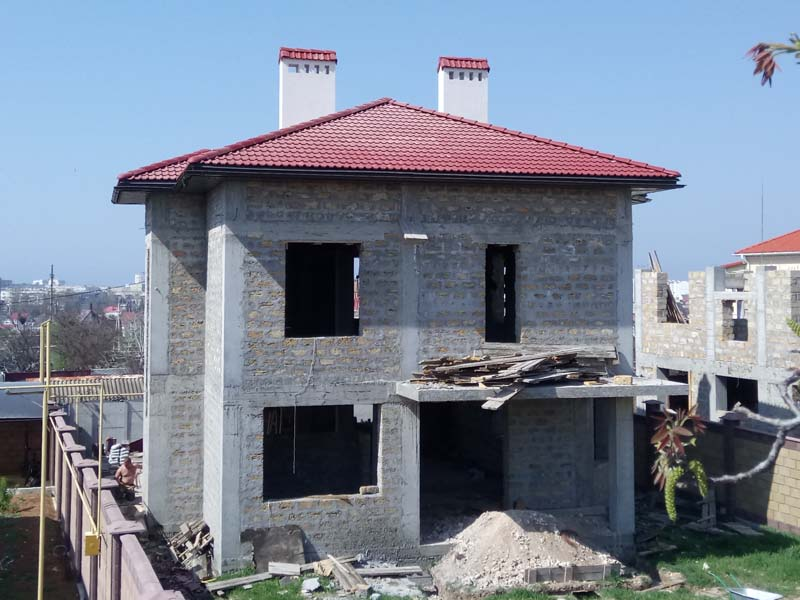 Мансардная утепленная крыша из цементно-песчаной черепицы Севастополь под ключ